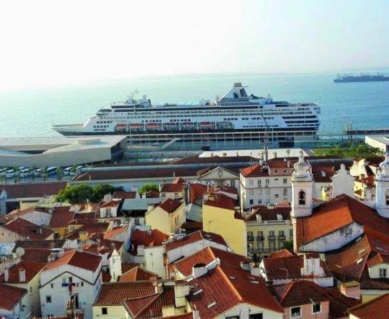 Lisbon tours cruise ship docked